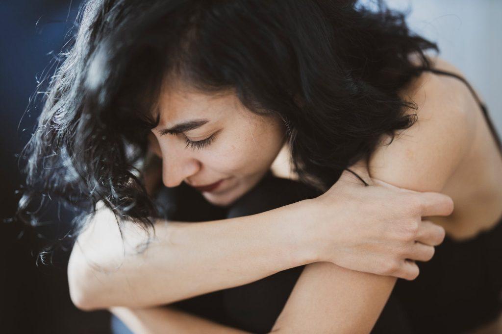 déséquilibre hormonal femme douleurs